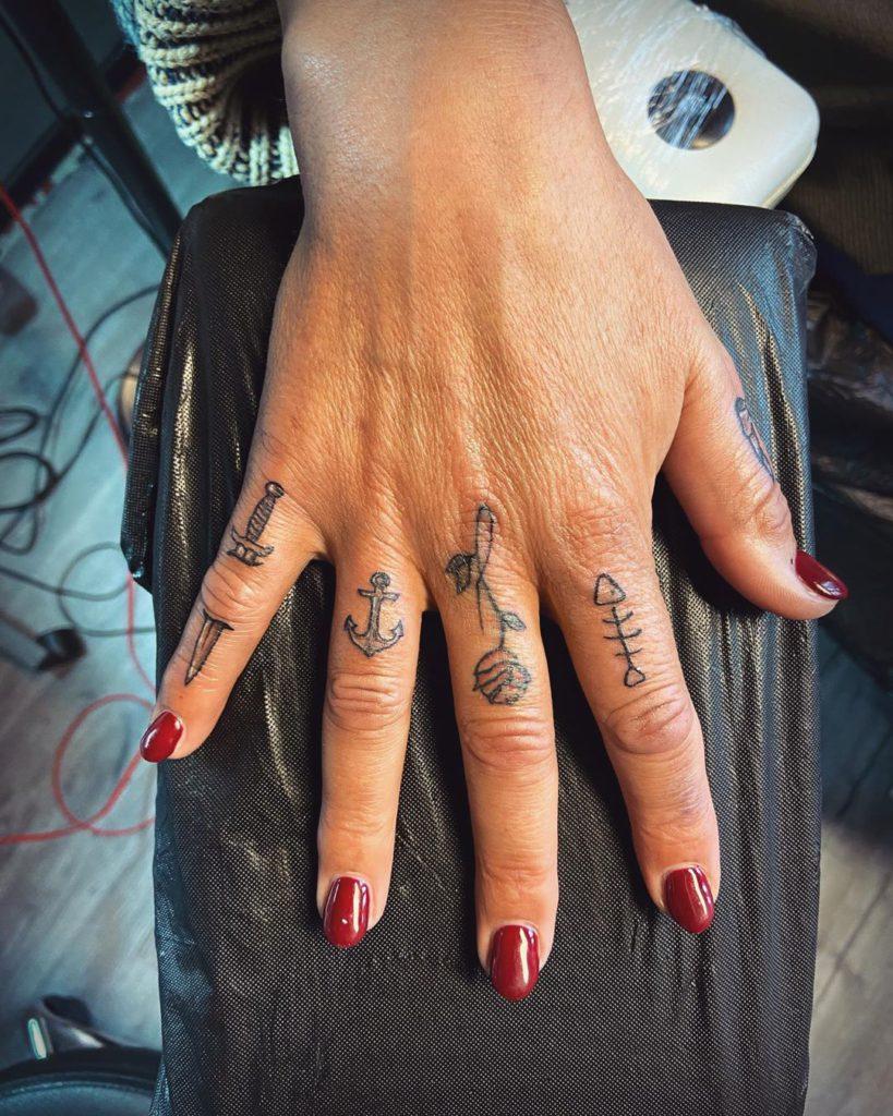 Tattoo on Finger by fabienne_fabi
